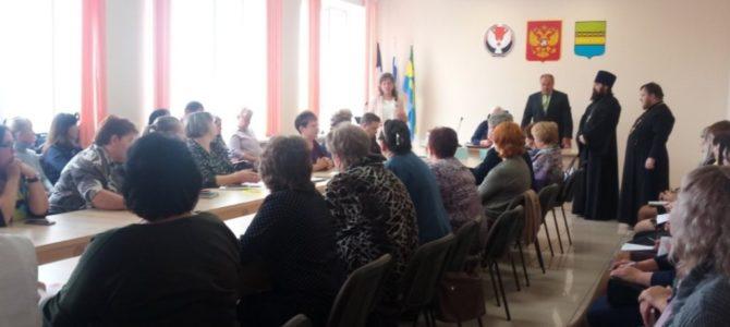 В Управление образования Камбарского района переданы учебники «Основы православной культуры».