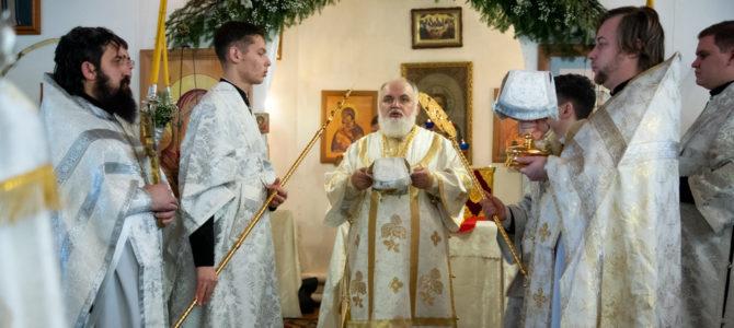 Епископ Антоний совершил Литургию в Петропавловском храме города Камбарки